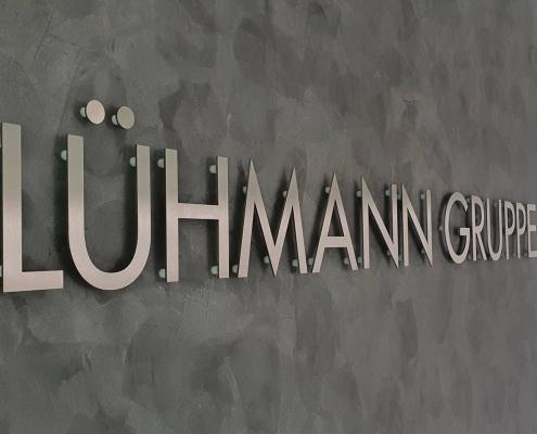 Edelstahllogo Lühmann-Gruppe